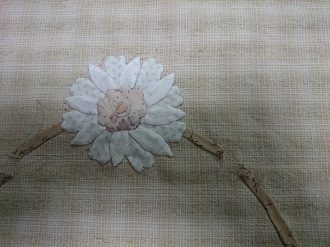 お花のアップリケ2個目です