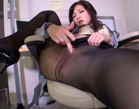 淫乱な女医お姉さんの蒸れたパンスト直穿きオナニーの脚フェチDVD画像6