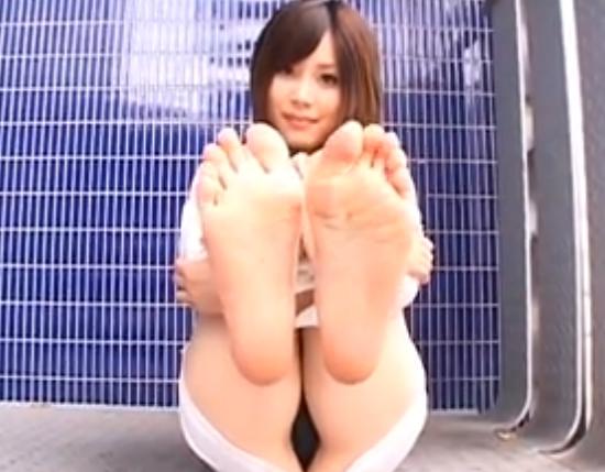 OLお姉さんがパンストを脱いで足裏を見せてくれちゃうの脚フェチDVD画像3