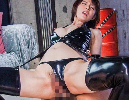 くそエロいボンテージ痴女がブーツコキや騎乗位で責めまくるの脚フェチDVD画像5