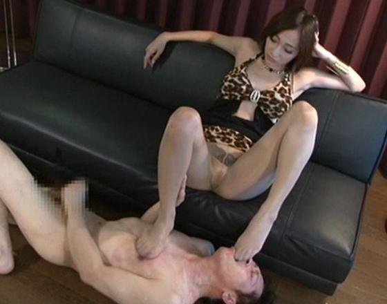 ドエス美女がブーツコキや蒸れて酸っぱい足裏で足コキ責めの脚フェチDVD画像2