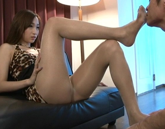 ドエス美女がブーツコキや蒸れて酸っぱい足裏で足コキ責めの脚フェチDVD画像1