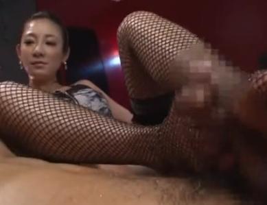 ボンテージに網タイツのくそエロ痴女がヒールコキと足コキ責めの脚フェチDVD画像3
