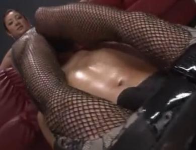 ボンテージに網タイツのくそエロ痴女がヒールコキと足コキ責めの脚フェチDVD画像2