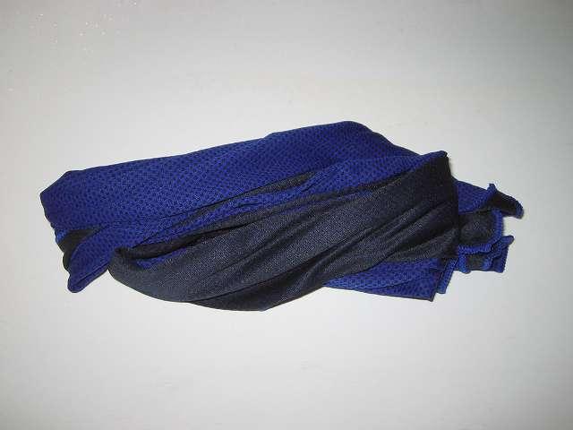クールコアタオル ブルー COOLCORE SUPER COOLING TOWEL Color Blue 使い方 STEP 2 : 水がしたたらない程度に絞る
