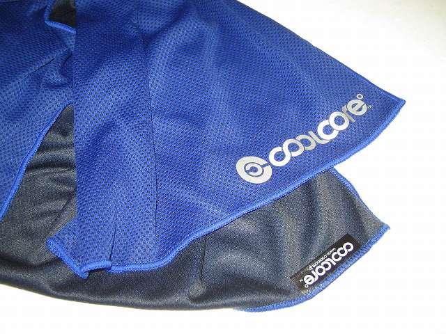 クールコアタオル ブルー COOLCORE SUPER COOLING TOWEL Color Blue 首に巻くなどして冷感を 楽しめます。ぬるくなってきたら、再度振ると冷たくなる。汗の水分でも冷却可能