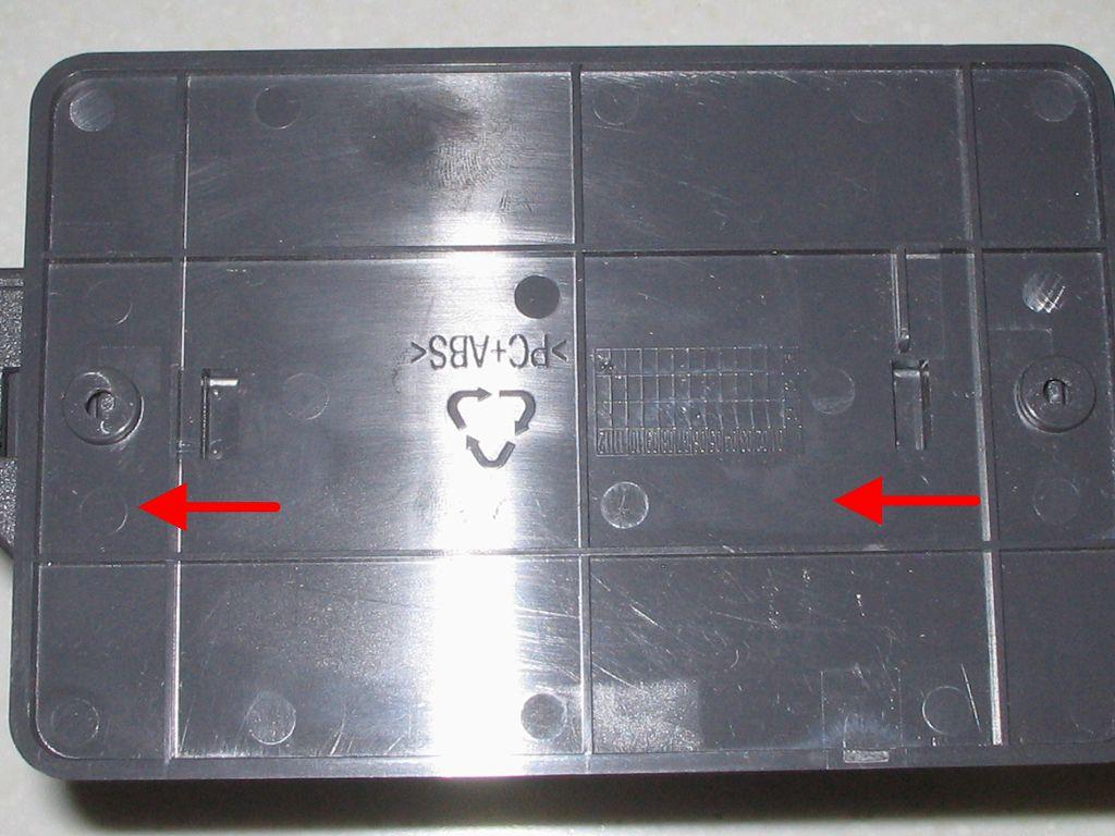 ひかり電話(光IP電話)申し込み、ひかり電話ルータ RT-S300SE(単体型) 専用スタンド取り付け、赤矢印の方向へスライド