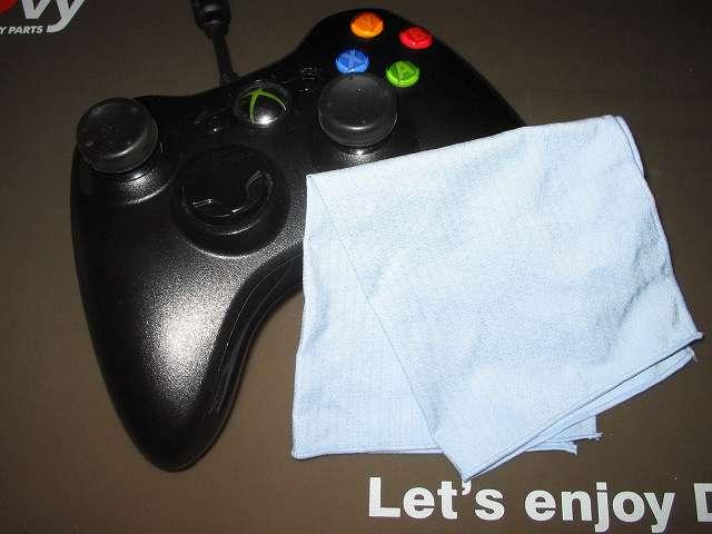 TitoSoy Xbox 360 シリコンコントローラーカバー ホワイト 装着前に Xbox 360 コントローラー(ブラック)を東レ トレシーを使って汚れの拭き取り