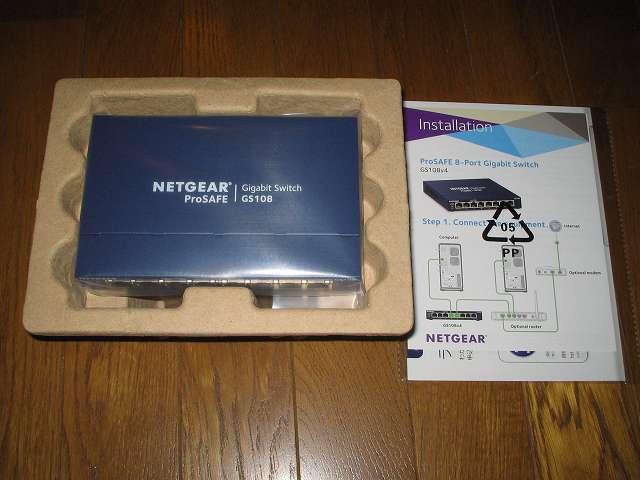 NETGEAR GS108-400JPS(GS108v4)製品本体と取扱説明書、付属品取り出し