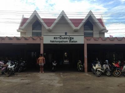 ナコンパトム駅