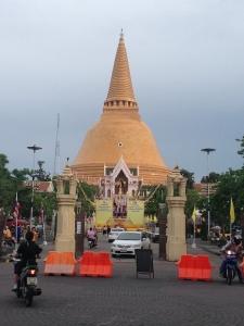 ワットチェディ 世界一の仏塔