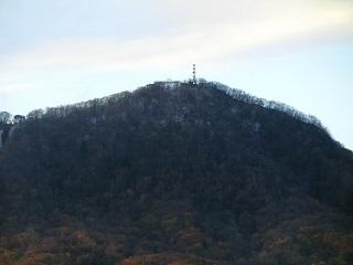 藻岩山山頂に雪?