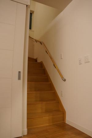 リビングの階段で暖気が逃げ、冷気がはいるのでとても寒いです!