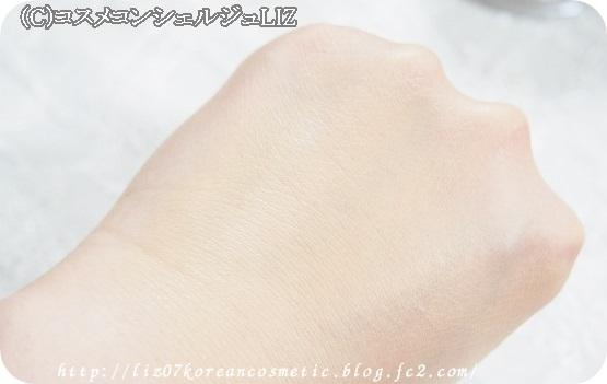 【shu uemura(シュウ ウエムラ)】ザ・ライトバルブ グローイング フェイスパウダ