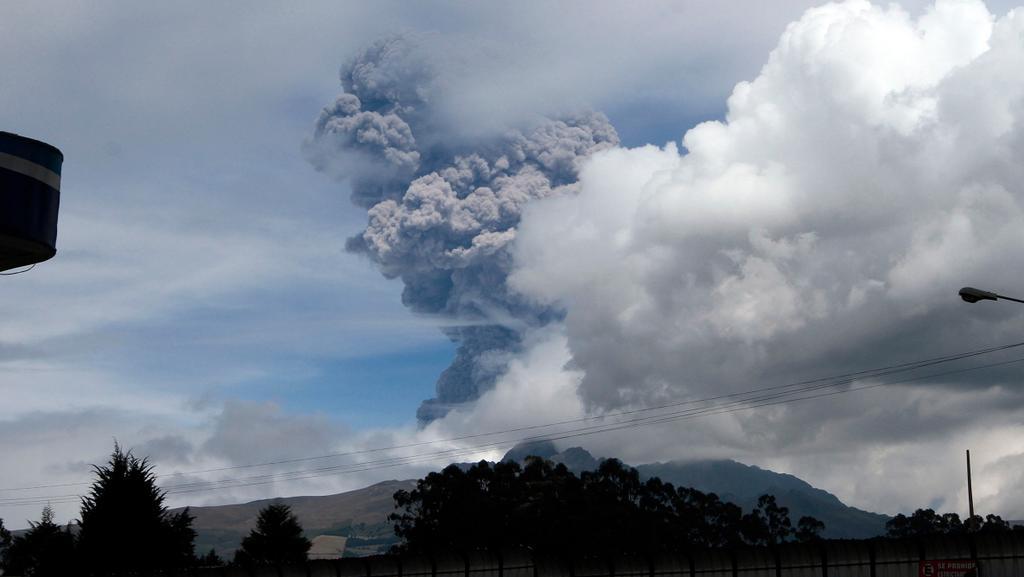 「世界でも最も危険な火山の一つ」である南米エクアドルのコトパクシ山が140年ぶりに噴火