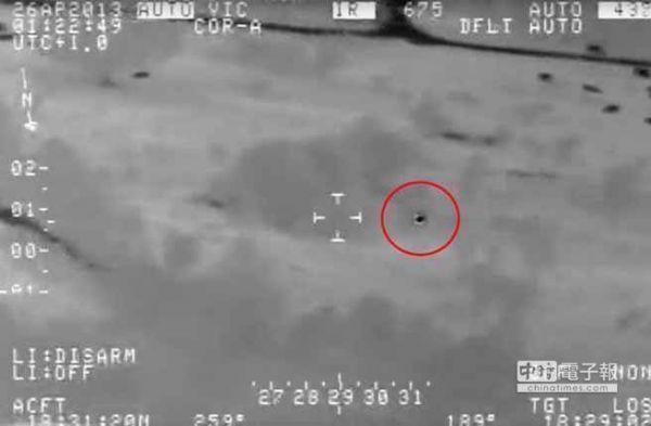 【動画】アメリカ政府がUFOを撮影…空を190km/h、水中を140km/hで飛行する謎の物体が映る