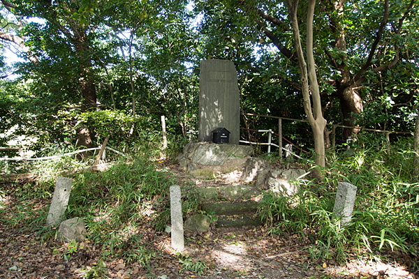 城山八幡社城跡石碑