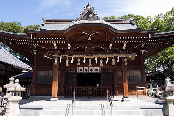 町屋川八幡社拝殿前