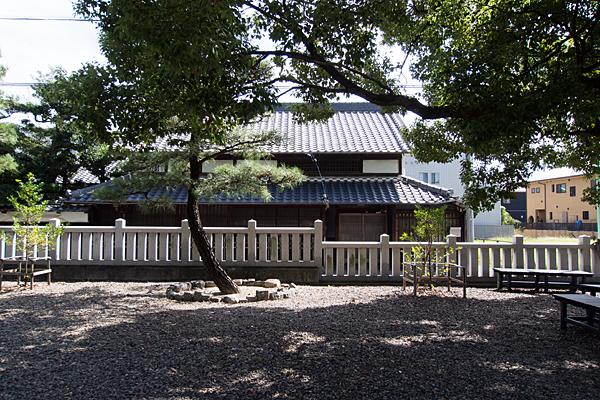 町屋川八幡社松と古民家