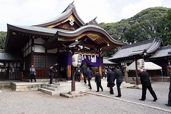 成海神社例大祭拝殿へ