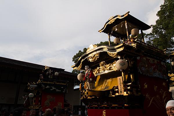 成海神社例大祭西日が当たる山車