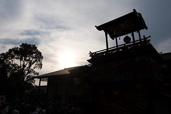 成海神社例大祭山車のシルエット