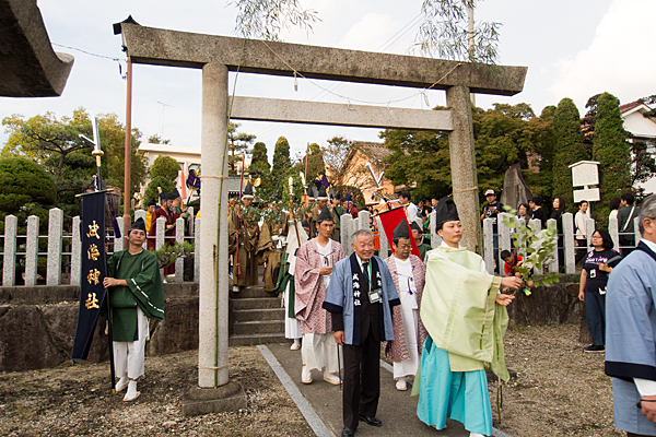 成海神社例大祭御旅所を出発
