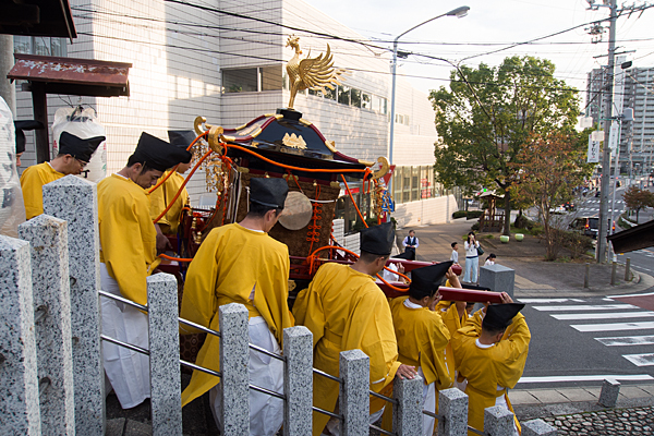 成海神社例大祭神輿が出る