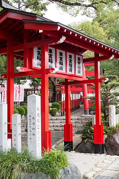 成海神社東宮稲荷入り口