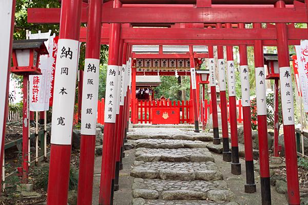 成海神社東宮稲荷の鳥居と社