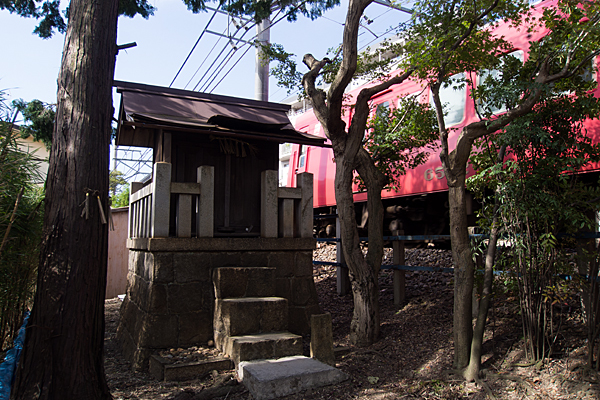 境松秋葉神社と名鉄電車