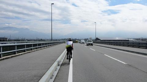しばらくは国道や県道沿いを走ります。