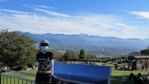 笛吹川フルーツ公園にて、富士山をバックに