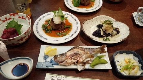 あいや旅館@伊那市 食事になんと馬刺しが出た!醤油が九州風で甘かったらなぁ、それだけが残念(笑)