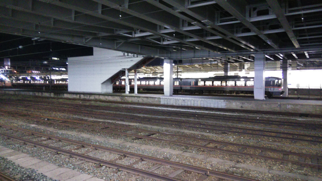 豊橋駅の暗い時間