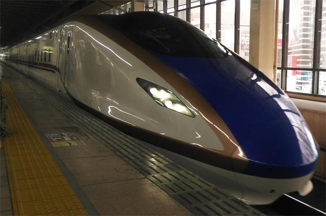 かがやきという名で突っ走る新幹線