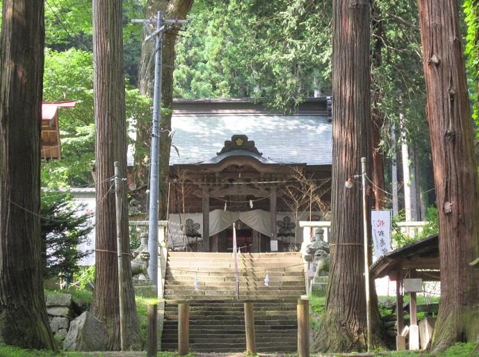 新海三社神社拝殿