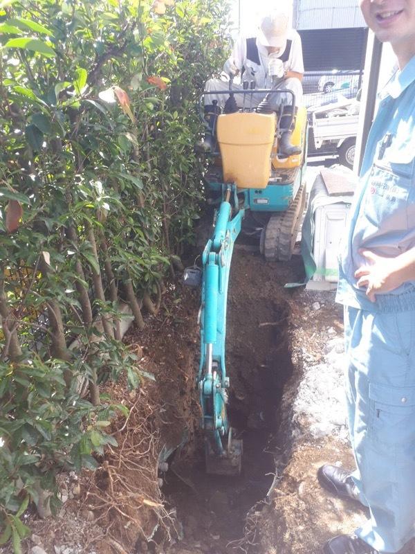 汚水管敷設のための掘削作業