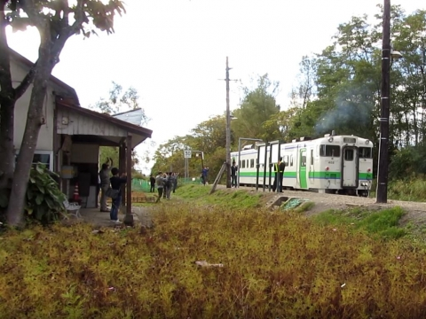 新十津川駅を発車する石狩当別行列車
